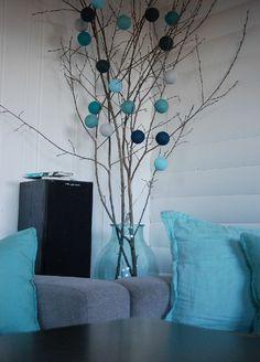 Blauwe combinatie, past fraai bij de kussens en vaas!