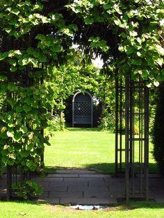 Ce jardin est à Londres, il est très différente de celle du jardin à la française. C'est le jardin de St John's Lodge,