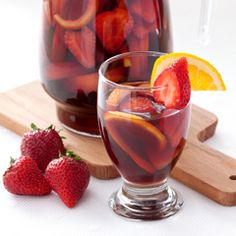 Strawberries peach orange and lemon Sangria is the best drink for summer parties. (in Polish with translator) Refreshing Drinks, Fun Drinks, Yummy Drinks, Alcoholic Drinks, Beverages, Cocktails, Sangria Party, Sangria Drink, Strawberry Sangria