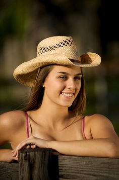 Portrait Photography and Travel Photography tips and tutorials by William Beem Photography. Estilo Cowgirl, Girl With Hat, Country Girls, Storytelling, Cowboy Hats, Portrait Photography, Kicks, Fun, Cocktail