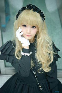Cute Black Gothic Lolita Dress and Headband / Fashion Photography / Cosplay // ♥ More at: https://www.pinterest.com/lDarkWonderland/