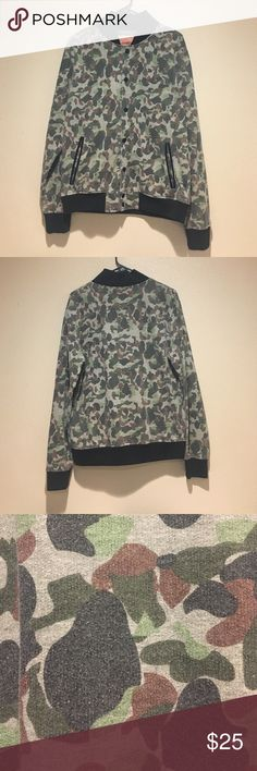 Men's Camo Bomber jacket Preloved. 60% cotton 40% polyester. Men's size Medium but can also fit woman large. Jackets & Coats Bomber & Varsity