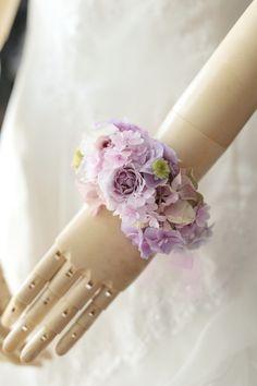 手首につける花をリストレット、ブーケ代わりに付ける場合にはリストブーケと呼んでいます。では今日もみなさま本当におつかれさまでした。一会facebookht...