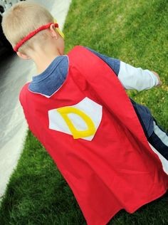 Use this superhero cape pattern to make a personalized cape for your little boy or girl. Tutorial for superhero cape includes step by step instructions.