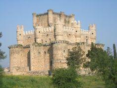 Castillos Españoles: CASTILLO DE GUADAMUR - TOLEDO Ancient Buildings, Ancient Architecture, Old Buildings, Castillo Feudal, Medieval Fortress, Toledo Spain, Castle House, Beautiful Castles, What A Wonderful World