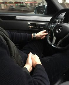 Image about holding hands in cute couples by Moni Riker Lynch, Relationship Goals Pictures, Cute Relationships, Cute Couple Pictures, Love Couple, Couple Fotos, Couple Goals Tumblr, Couple Goals Cuddling, Romance