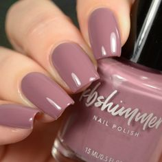 Semi-permanent varnish, false nails, patches: which manicure to choose? - My Nails Mauve Nails, Rose Nails, Neutral Nails, Dusty Pink Nails, White Nails, Flower Nails, Nail Colors For Pale Skin, Nail Polish Colors, Neutral Nail Polish