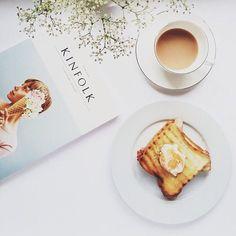 明日の朝ご飯、何を食べますか? もし悩んでいる方が居れば、パンとコーヒーの朝食を提案します。えっ…それだけ?と侮るなかれ。 それだけの朝食風景がこんなに素敵なんです。