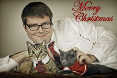 Join us for another freaky funny family awkward Christmas. These hilarious family Christmas photos are the best holiday gems. From vintage Christmas pics to comical and weird Funny Christmas Captions, Funny Christmas Pictures, Christmas Photos, Funny Pictures, Holiday Photos, Holiday Ideas, Family Christmas Cards, Funny Christmas Cards, Christmas Cats