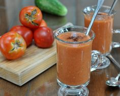 Tomato Gazpacho ♥ AVeggieVenture.com, the classic chilled Spanish soup, so special every year. Low Carb. WW3.