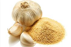 Antioxidants and antibacterial properties of garlic can give you a natural skin glow and clear healthy skin. Rubbing garlic over pimples can be a natural remedy to treat acne without leaving any mark. Canes Sauce, Homemade Curry Powder, Paleo Ketchup, Comeback Sauce, Raising Canes, Garlic Health Benefits, Vegan Mayonnaise, Garlic Bulb, Fry Sauce