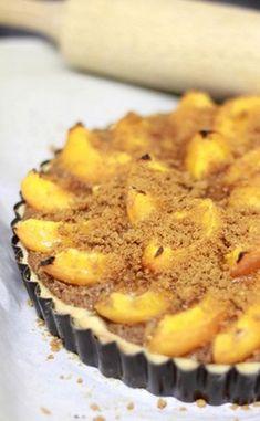 Tarte aux abricots sur crème de spéculoos au rhum brun