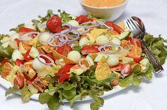 Texmex-salaatti Cooking Recipes, Healthy Recipes, Tex Mex, Sour Cream, Guacamole, Cobb Salad, Potato Salad, Salads, Good Food