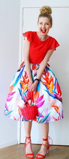 Color you bad, babe! This printed midi skirt in bold, tropical hues is the perfect selection for then next spring party.  Florid Strelitzia Printed Midi Skirt featured by Cato in Amsterdam Blog