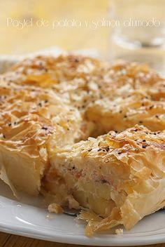 Pastel de patata y salmón ahumado_3 by cocido de sopa, via Flickr