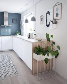 Beautiful kitchen decor by ferm Living and Kähler Design Open Plan Kitchen, New Kitchen, Kitchen Interior, Kitchen Dining, Kitchen Decor, Kitchen Corner, Gray And White Kitchen, White Wood, Plant Box