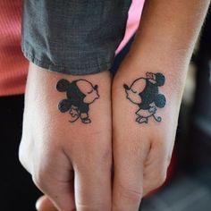 Je houdt van Disney en je houdt van elkaar. Wat doe je dan? Juist, een matching tattoo van Lady en de Vagebond, of Mickey en Minnie. Check de gallery voor meer opties.