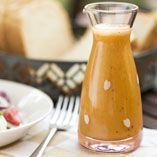 Kesäsalaatti ja hedelmäinen salaattikastike  #kesäsalaatti  #salaattikastike Hot Sauce Bottles, Sauce Recipes, Pesto, Cantaloupe, Dips, Food And Drink, Pudding, Salad, Fruit