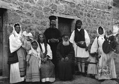 Frederic Francois Boisson was the first foreign photographer in Greece. He spent three decades taking photos of Greece's villages and landscapes. Old Photos, Vintage Photos, Greece People, Greece Culture, Greek Traditional Dress, Magnified Images, Old Greek, Greece Photography, Greek History