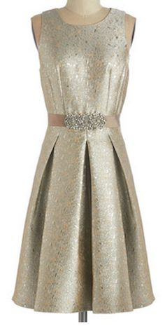 Such a pretty dress for the holidays http://rstyle.me/n/rytkznyg6