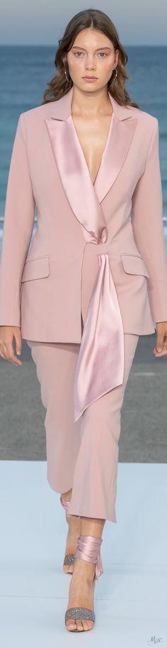 Jonathan Simkhai Australia Resort 2020 Fashion Show - Vogue Suit Fashion, Pink Fashion, Fashion 2020, Fashion Pants, Runway Fashion, Fashion Show, Fashion Dresses, Ootd Fashion, Paris Fashion