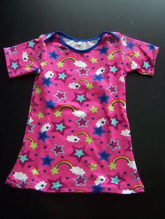 Kraamkadootje. Farbenmix Zwergenpackung, shirt, maar dan met korte mouwen en verlengd tot een jurkje.