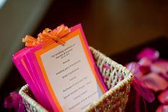 a noiva fez uma sacola DIY e personalizada para cada dama (cheia de presente dentro: chinelo, toalhinhas, victoria's secret, sabonete, e vár...