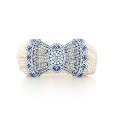Tiffany & Co. -  Bracciale in Stile Edoardiano: Bracciale di zaffiri del Montana, resi famosi da Tiffany, con perle Keshi e diamanti montati in platino.