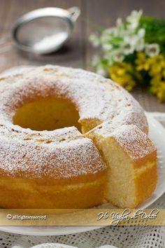 Ciambella alla panna, sofficissima, morbida, ottima per la colazione e la merenda. Una ciambella facile da preparare e veloce, ottima inzuppate nel latte.