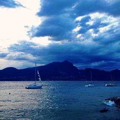 Suggestivo arrivo del temporale / A Storm si coming! #PhotoGC #Gardaconcierge #LagodiGarda #LakeGarda #Gardasee #Ta…