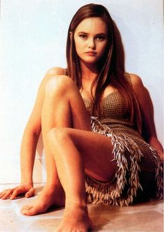Vanessa Paradis, French Model, Actress, and Singer. Fashion Mode, Fashion Outfits, European People, Fitness Inspiration Body, Chanel Brand, Lily Rose Depp, French Models, French Beauty, French Actress