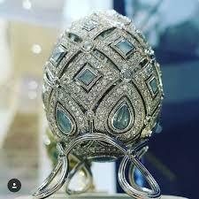 """thejewelcollective: """"Happy Easter from the team at TJC! We were wishing it was a Fabergé egg waiting for us when we woke up, but alas, it was just chocolate 🐣🍫🐰😂 have a safe and happy holiday guys xxx (photo: Jewellery Showroom, Jewellery Display, Fabrege Eggs, Objets Antiques, Egg Art, Egg Decorating, High Jewelry, Gold Fashion, Happy Easter"""