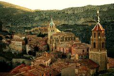 Ces 20 villes sont méconnues, et pourtant, elles sont parmi les plus belles et accueillantes d'Europe !  Albarracín, Espagne