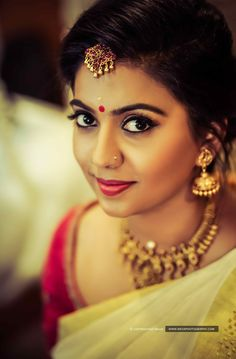 A beautiful smile can make your big day a special valuable memory. Beautiful Girl Indian, Beautiful Girl Image, Beautiful Indian Actress, Beautiful Smile, Beautiful Women, Kerala Wedding Photography, Bride Photography, Malayali Bride, Kerala Hindu Bride