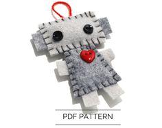 Robot Ornament PDF Pattern - Christmas Robot Decoration - Wool Felt Pattern by GinnyPenny on Etsy https://www.etsy.com/listing/482968791/robot-ornament-pdf-pattern-christmas