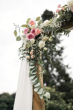 Marriage of Lucie & Raphael in the Pyrénées-Atlantiques - New sites Alice, Wedding Ceremony, Floral Wreath, Marriage, Table Decorations, Pretty, Weeding, Bouquets, Taj Mahal