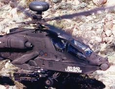 Flying the AH-64D Longbow Apache Armamento Cañones: 1× cañón de cadena M230 de 30 mm, con 1.200 proyectiles, en una torreta bajo el fuselaje. Puntos de anclaje: 4 pilones subalares para cargar una combinación de: Cohetes: Hydra 70 de 70 mm (máximo 76). Misiles: AGM-114 Hellfire (máximo 16), con posibilidad de añadir 4× AIM-92 Stinger o 2× AIM-9 Sidewinder en dos puntos de anclaje adicionales. Otros: depósitos de combustible externos de 871 litros (230 galones) Av