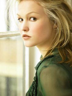 Katrynn Page (Julia Stiles) Julia Stiles, Posing Guide, Glamour Photography, Hollywood Celebrities, Famous Faces, Woman Face, Beautiful Actresses, Celebrity Photos, Beautiful People
