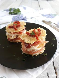 Appetizer Recipes, Appetizers, Prosciutto Crudo, Candle Making Business, Parmigiano Reggiano, Mini Foods, Food Design, Side Dishes, Brunch