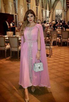 Abaya Style 99782947981785613 - Caftan Morrocco Jellaba Caftan D'or Source by rsayada Abaya Fashion, Muslim Fashion, Fashion Dresses, Indian Designer Outfits, Designer Dresses, Indian Dresses, Indian Outfits, African Fashion, Indian Fashion