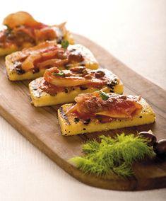 la polenta, sia al naturale che sotto forma di crostoni come in questa ricetta, in grado di affiancare gradevolmente ortaggi per gustosi piatti completi.