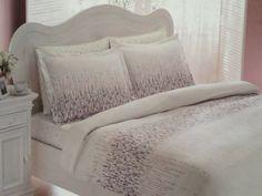 Set lenjerie de pat satinata deluxe roz http://www.ramedepat.ro/lenjerie-pat/lenjerie-pat-deluxe/set-lenjerie-pat-satin-roz-line.html