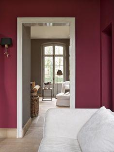 Rote Wände Räume Zimmer  Farbkontrast mit Weiß