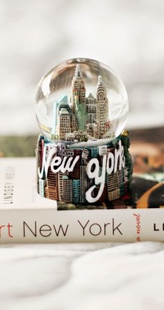 ↑↑TAP AND GET THE FREE APP! City Blurred New York USA Beige White Book Souvenir HD iPhone 5 Wallpaper