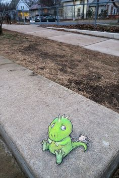 Alan often felt a gnawing uncertainty in the back of his mind … and sometimes near the middle of his tail, too. (December - street art by David Zinn Street Art Banksy, 3d Street Art, Street Artists, Graffiti Artists, David Zinn, Chalk Drawings, 3d Drawings, Pablo Picasso, Sidewalk Chalk Art