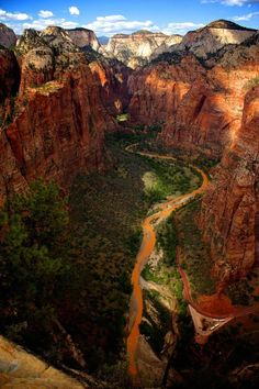 View North from Angel's Landing - Zion National Park, Utah I loved the hike here! Places To Travel, Places To See, Travel Destinations, Places Around The World, Around The Worlds, Monument Valley, Yellowstone Nationalpark, Formations Rocheuses, American National Parks