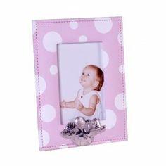 Portafotos de 10x15 en tela rosa con lunares blancos  Medidas del portafotos entero es de 23 cm de largo y 17,50 de ancho No incluye laminado de plata Para mas informacion www.relojesplatayacero.com