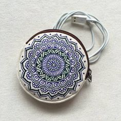 Hand Painted/ Hand Drawn Mandala Pattern round Coin Purse, Henna Bag, Mehndi Art Zipper Pouch.  Do you wish to have a artistic and stylish Coin Purse? Finding a special practical gift? Here you are.  - Size: 100x20mm - Brown on Beige-White Base (natural cotton color) - can use as Coin Purse or any little things pouch  Hand Painted/ Hand Drawn in modern henna mehndi style on cotton canvas round zipper bag.  Allow to choose the pattern in other color or add name service, please feel f...