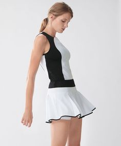 Medium support - Find more trends in women fashion at Oysho . Tennis Tops, Tennis Skirts, Tennis Clothes, Mens Golf Fashion, Tennis Fashion, Sporty Outfits, Fashion Outfits, Jogging, Tennis Wear