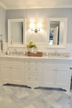 Splendid Traditional Master Bathroom with Crown molding, Flat panel cabinets, Inset cabinets, Master bathroom, Undermount sink  The post  Traditional Master Bathroom with Crown molding, Flat pan ..